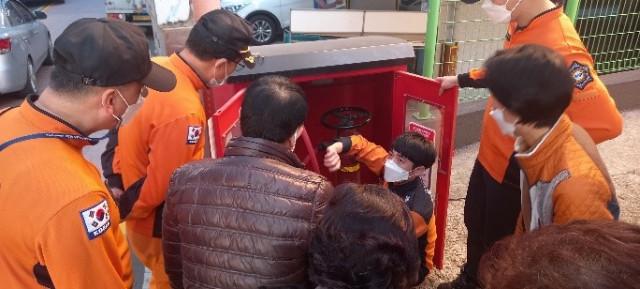 평택 안중시장이 소방점검의 날을 맟이하여 겨울철 전통시장 화재예방 캠페인을 열었다