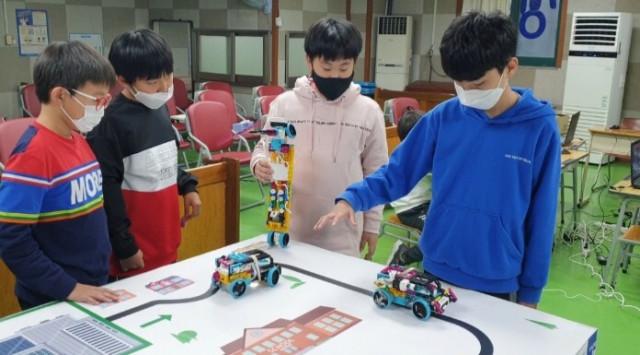 현대오토에버-아이들과미래재단이 스마트 모빌리티 공학 체험교육 뽐내기 대회를 개최했다
