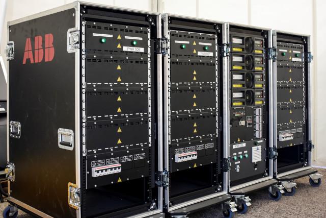 ABB가 전기차 경주를 위해 맞춤 제작한 무정전 전원 공급 장치(UPS)