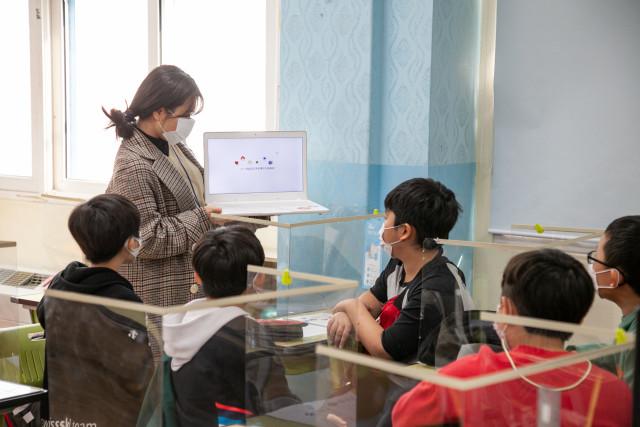 한성대디자인아트교육원에서 아이들 대상 수업이 열리고 있다