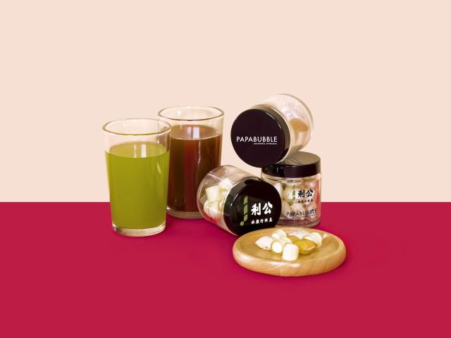 73년 역사의 쿵리 사탕수수 주스와 세련된 사탕 브랜드 파파버블의 협업 제품은 놓칠 수 없는 품목이다