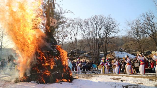 한국민속촌의 달집태우기
