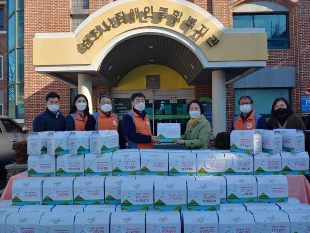 한국전력 순천지사가 설 명절을 맞아 순천시장애인종합복지관에 온정의 물품을 전달했다
