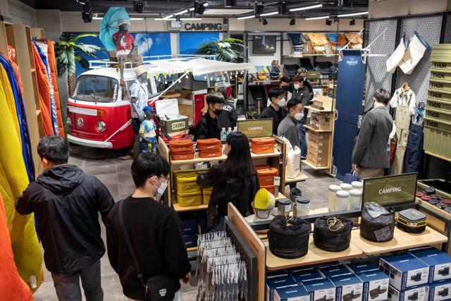 글로벌 아웃도어 브랜드 몽벨이 경기 성남시 분당구에 '몽벨 분당스퀘어'를 정식 오픈했다