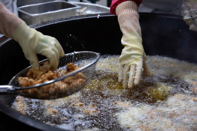 노무법인 권익이 전국 두 번째로 급식실 조리원 폐암 산재 승인을 이끌어냈다(이미지 제공 : 민주노총 전국학교비정규직노동조합)