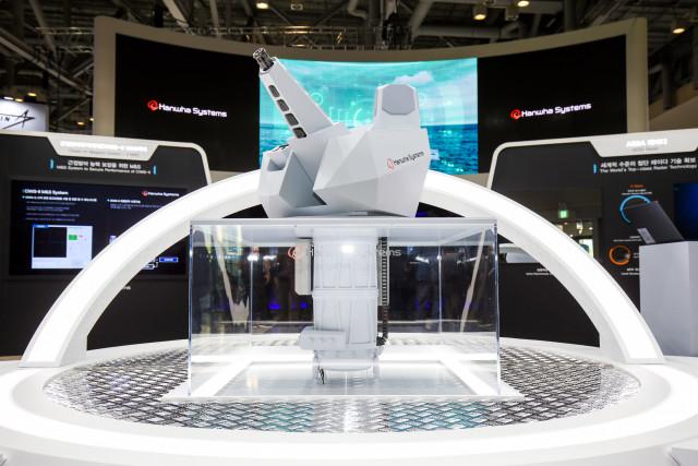 한화시스템이 최초 공개한 근접방어무기체계(CIWS)-Ⅱ의 실물 축소모형