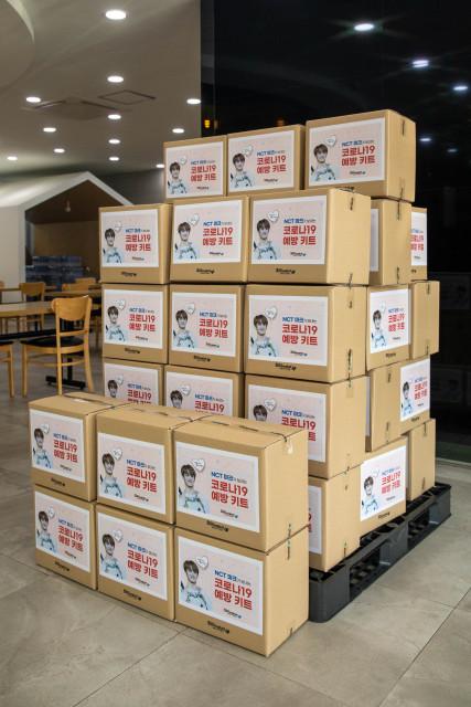 NCT 마크의 팬이 코로나19 취약계층에게 기부한 방역 물품 키트