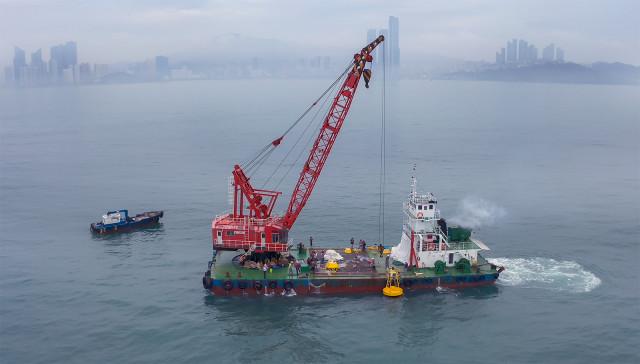 광안대교 약 4km 전면 해역에서 수중 기지국 등을 설치하고 있다