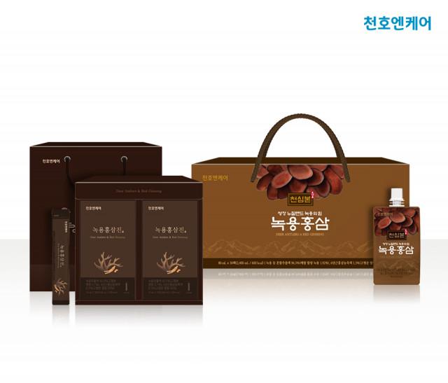 왼쪽부터 천호엔케어 스틱형 건강식품 '녹용 홍삼진'과 치어팩형 건강즙 '천심본 녹용 홍삼'