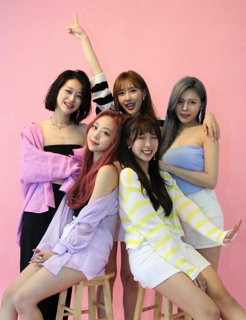 왼쪽부터 레아 멤버 수진, 지예, 별하, 은정, 재은