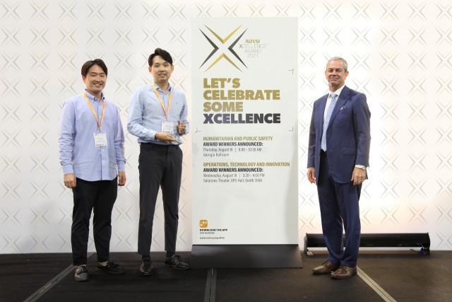 왼쪽부터 파블로항공 이찬주 팀장·김영준 대표, AUVSI 브라이언 윈 대표