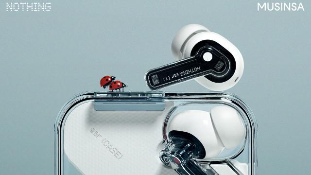 Nothing의 블루투스 무선 이어폰  ear (1)이 패션 플랫폼 무신사에서 한정 수량으로 판매를 시작한다
