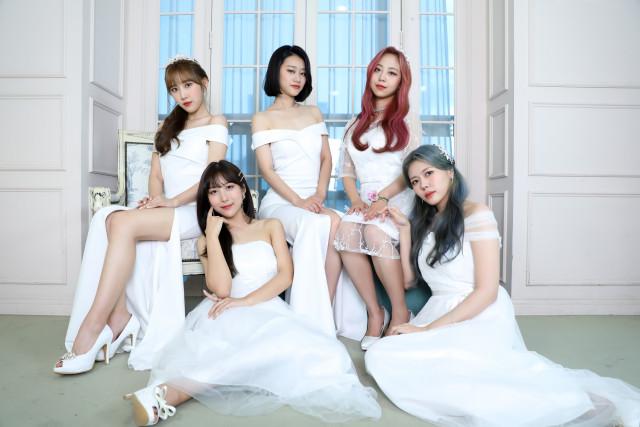 왼쪽부터 지예, 수진, 은정, 재은, 별하(레아 앨범 쟈켓)