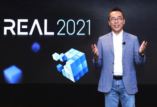 삼성SDS 황성우 대표이사가 삼성SDS 잠실 캠퍼스에서 'REAL(리얼) 2021' 환영사를 하고 있다