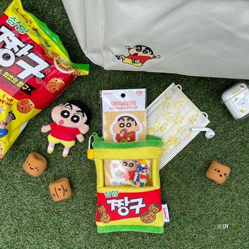 대원미디어와 삼양식품의 컬래버 한정판 굿즈 '삼양 짱구 파우치'