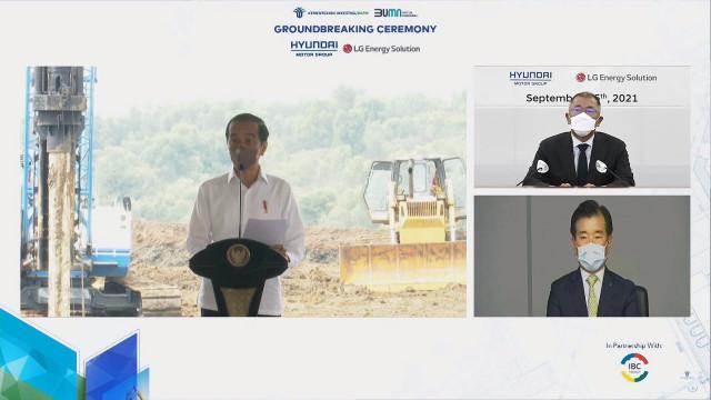 조코 위도도 인도네시아 대통령(왼쪽 화면), 정의선 현대자동차그룹 회장(오른쪽 상단 화면), 김종현 LG에너지솔루션 사장(오른쪽 하단 화면)이 온라인 화상 연결을 통해 배터리셀 합작공장 기공식 행사에 참석했다