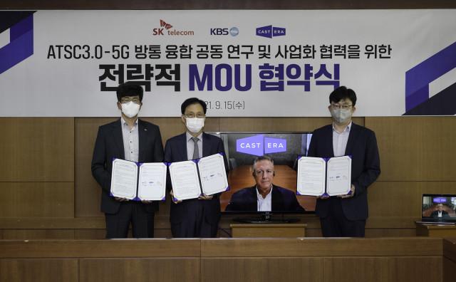 왼쪽부터 최판철 SKT Cloud사업 담당, 이창형 KBS 기술본부장, 케빈 게이지 캐스트닷에라 대표, 박경모 캐스트닷에라 CTO가 협약식에서 기념 촬영을 하고 있다