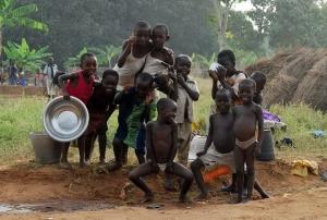 엔싸이버 사진 커뮤니티 'Earth Village Here & There'에 100만 번째로 수록된 엔싸이버 기자단 하성원 작가의 아프리카 시에라리온 어린이 사진 (사진제공: 두산)