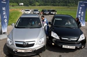 GM DAEWOO는 6일, 경기도 용인 스피드웨이에서 프리미엄 컴팩트 SUV 윈스톰 맥스(Winstorm MAXX)와 혼다 CR-V의 성능 비교시승 행사를 가졌다. 참가자들은 용인 스피드웨이 내에 준비된 슬라럼(Slalom), 스키드패드(Skid Pad), 패닉 브레이킹(Panic Breaking) 비교테스트를 통해 윈스톰 맥스의 다이내믹한 주행성능과 조향안정성 등을 체험하는 시간을 가졌다.