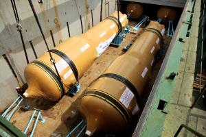 두산중공업은 최근 미국 세쿼야 원전 2호기에 들어갈 교체용 증기발생기 4기(사진)와 미국 아칸소 원전과 워터포트 원전에 각각 들어갈 교체용 원자로 헤드 2기를 창원공장 자체부두를 통해 출하했다. (사진제공: 두산중공업)
