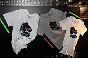 파티현장 입구부터 출입통로를 디자인레이스의 티셔츠로 꾸며놓아 이색적인 분위기를 연출했다. (사진제공: 휴먼파워)