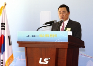 LS전선과 LS엠트론은 군포로 R&D센터를 이전하고 20일 개소식을 가졌다. LS전선•LS엠트론 구자열 회장이 기념사를 하고 있다. (사진제공: LS전선)