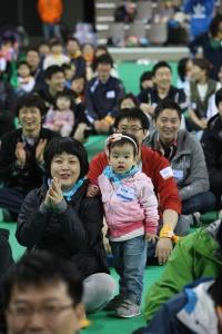 한국 지멘스는 지난 21일 화성종합경기타운 보조경기장에서 '한국지멘스 패밀리데이'를 열고 2,700여명의 임직원과 임직원 가족들, 한국 지멘스가 후원하는 아이사랑기금 아동 및 가족 50여명이 함께 모여 즐거운 시간을 가졌다. (사진제공: 한국지멘스)