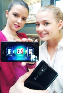 LG LAUNCHES SECOND-GENERATION  3D SMARTPHONE IN EUROPE (사진제공: LG전자)