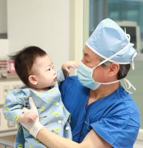 국내 최연소 심장이식수술을 집도한 건국대학교병원 서동만 교수 (사진제공: 건국대학교병원)