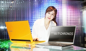 삼성전자가 시리즈7에 3세대 인텔 CPU를 적용한 신제품 노트북을 선보였다. 사진은 서초동 삼성전자 홍보관 딜라이트에서 삼성전자 모델이 신제품 시리즈7 크로노스와 게이머 2D 모델을 소개하는 모습. (사진제공: 삼성전자)