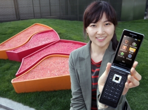 SK텔레콤, 삼성 3G 폴더폰 '와이즈2' 단독 출시 (사진제공: SK텔레콤)