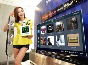 삼성전자가 5월 2일 '네이버 뮤직' 스마트TV 앱을 출시하고 음성, 동작, 얼굴 인식에 이어 음악인식 기능까지 갖춰 고객들에게 스마트 라이프를 선사한다. (사진제공: 삼성전자)