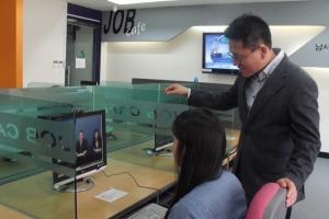 온라인 모의면접 시스템 '셀프뷰'를 이용한 모의면접 모습 (사진제공: 인핸스유)