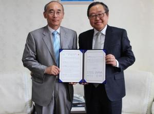 좌 - 이상용 원장, 우 - 김주성 총장 (사진제공: 한국보건복지인력개발원)