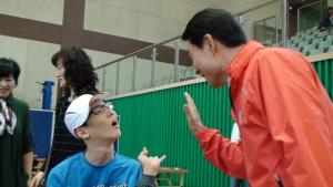 고양시자원봉사센터는 5월 1일부터 4일간 실시된 제6회 전국장애학생체육대회를 맞아 체육대회 행사를 함께한 모두가 참여할 수 있는 감동의 특별 이벤트를 진행했다. (사진제공: 고양시종합자원봉사센터)