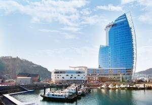 지난 3월 개장한 엠블(MVL)호텔 전경 박람회장 옆 오동도 인근에 위치하고 있다. (사진제공: 2012 여수세계박람회조직위원회)