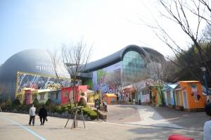 과천 서울대공원 내에 위치한 하비인월드(옛 IT월드)는 취미체험전시관으로 각종 취미 작품들이 2,000여종이 전시되고 있다. (사진제공: 이비즈런)