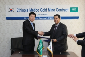 젬파크 E&M 정병렬대표(좌) Africa International Investment Co.,Ltd 대표 Mr. SulaimanM. Al-Darwish(우)