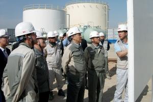 강덕수 STX그룹 회장(사진 오른쪽에서 3번째)은 최근 이라크 디와니야(Diwaniyah) 지역을 방문, 디젤발전플랜트 건설 현장을 시찰하고 현지 임직원들을 격려했다. (사진제공: STX)