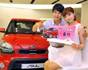 기아자동차는 내외관 고급감을 한층 향상시키고 편의사양 및 안전사양을 보강한 '2013년형 쏘울'을 15일부터 시판한다고 밝혔다. (사진제공: 기아자동차)