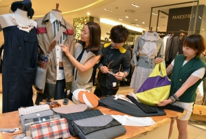 현대백화점 압구정본점은 20일까지 코오롱의 업사이클링 브랜드 '래코드' 팝업 스토어를 운영한다. (사진제공: 현대백화점)