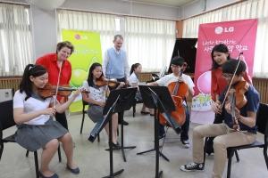 왼쪽부터 바이올리니스트 조르자 플리자니스(Jorja Fleezanis),  첼리스트 티모시 에디(Timothy Eddy), 비올리스트 신연 황(Hsin-Yun Huang) (사진제공: LG)