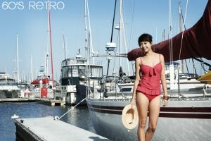 뱃살 고민때문에 고민이 된다면 원피스같은 레트로풍 투피스 수영복을 입는다. (사진제공: 러브베베)
