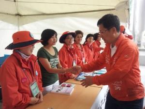 제41회 전국소년체육대회를 돕는  고양시 자원봉사자들 (사진제공: 고양시종합자원봉사센터)