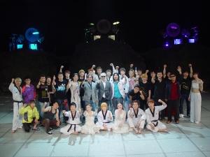 '최소리의 아리랑 파티' 전직원과 들국화 단체사진 (사진제공: 에스알그룹)