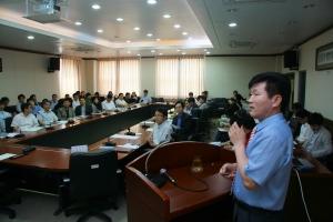 4일 충남발전연구원(원장 박진도)은 대전참여자치시민연대 금홍섭 사무처장을 초청하여 청렴교육을 실시하고 있다 (사진제공: 충남연구원)