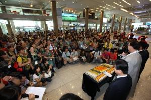 2011년 9월 바오젠 인센티브단체 인천공항 환영행사 (사진제공: 한국관광공사)