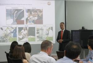테스토 독일 본사의 마틴 빈크레 최고 경영자가 2012년 한국지사의 경영 전략을 발표하고 있다. (사진제공: 테스토코리아)