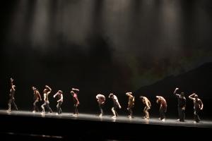 광주특별공연으로 선보인 댄스 퍼포먼스 '님을 위한 행진곡'은 무용수들의 열정적인 몸짓으로 관객들을 매료시켰다. (사진제공: 광주광역시청)