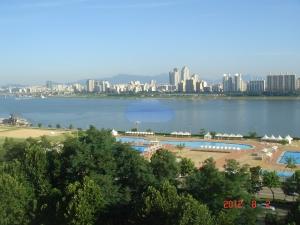 의뢰된 매물의 한강 조망 (사진제공: 청운공인중개사사무소)